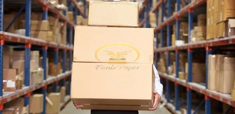 Caixa de papelão com logotipo